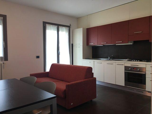 Bilocale arredato soggiorno cucina alessandria casa for Soggiorno arredato