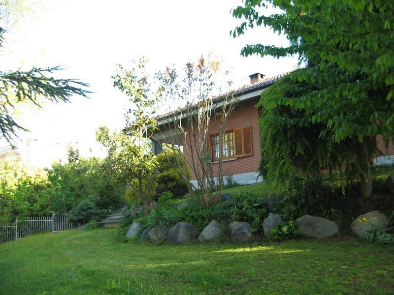 Casa indipendente villa con giardino in vendita ad alessandria - Vendita case chieri giardino ...