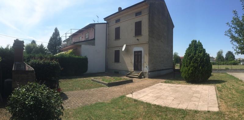 Casa indipendente su tre lati con giardino a casalcermelli for Case in vendita