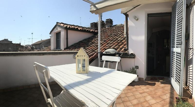 Awesome appartamento con terrazzo ideas design trends for Casa con appartamento seminterrato in vendita