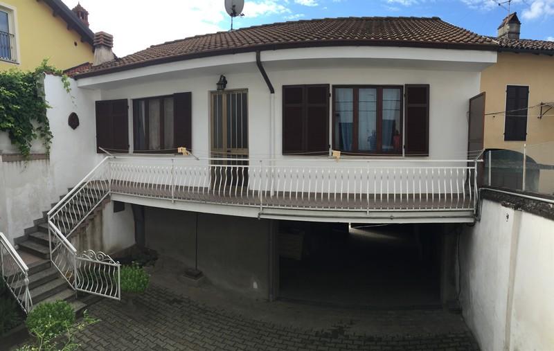 San salvatore vendita casa indipendente riscaldamento for Piani di casa cortile interno