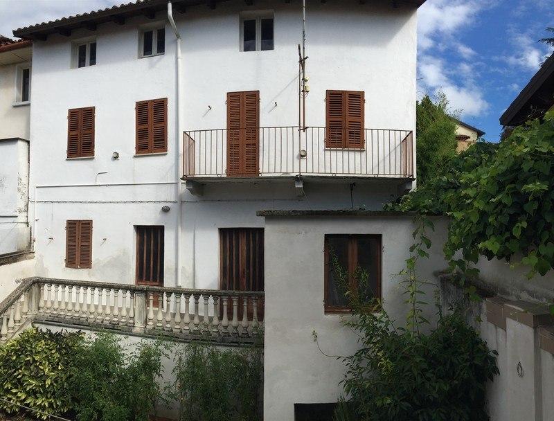 Vendita san salvatore casa indipendente da ristrutturare for Piani di casa cortile interno