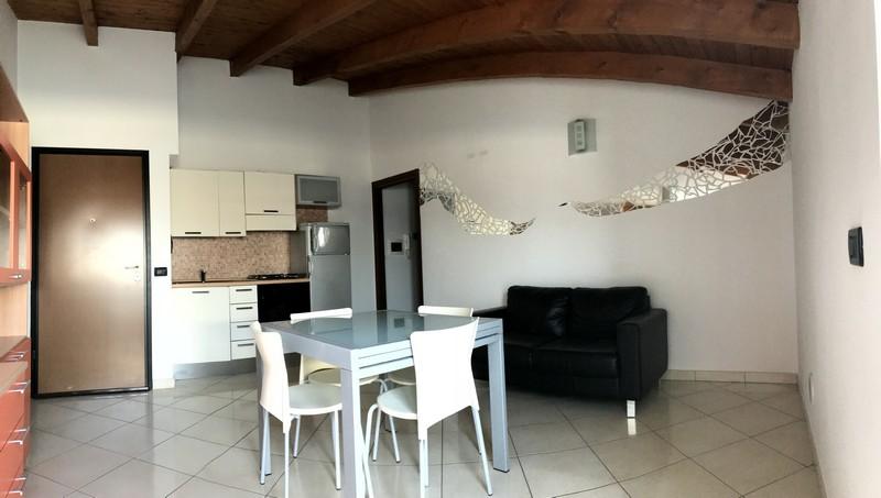 Appartamento arredato con terrazzo in affitto in for Appartamento arredato