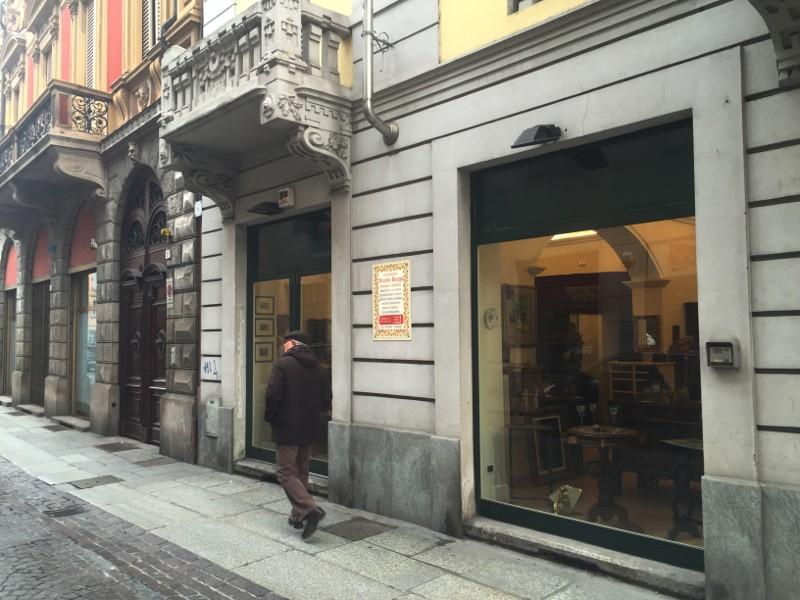 Negozio in affitto in punto di passaggio del centro for Affitto ufficio centro storico roma