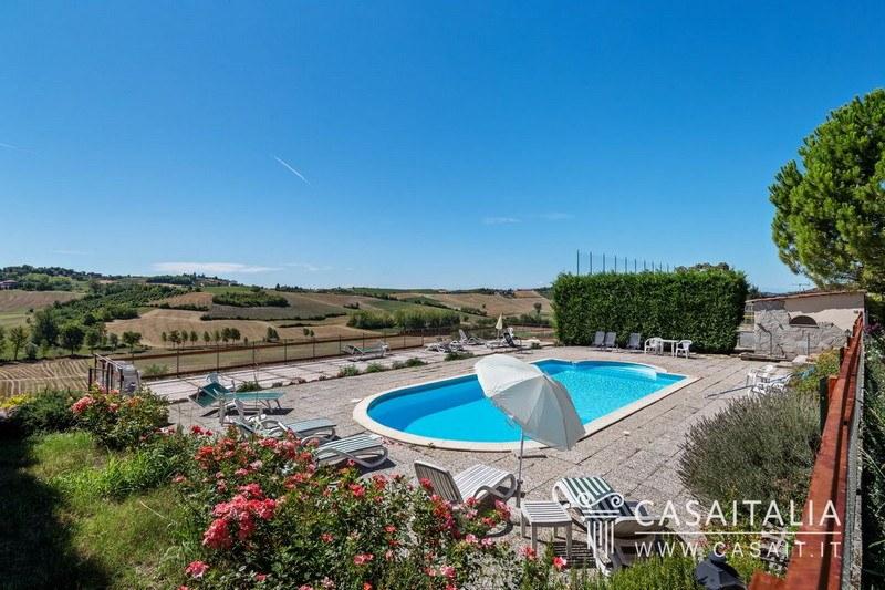 Agriturismo con casa d 39 eopoca piscina vendita monferrato piemonte 79695 alessandria casa - Agriturismo con piscina in piemonte ...