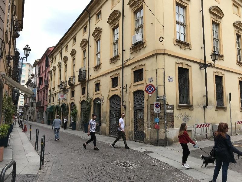 Negozio di 100 mq in affitto in pieno centro ad alessandria for Uffici in affitto roma centro