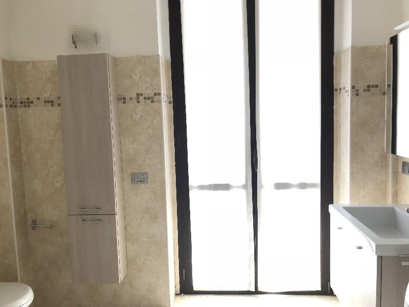 Bagno Con Doccia Al Centro : Alloggio arredato in affitto al primo piano con ascensore zona