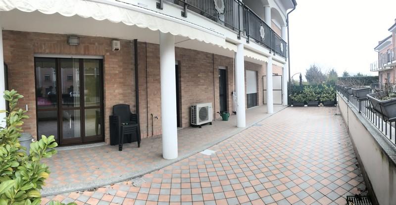 appartamento con ampia area esterna di proprietà